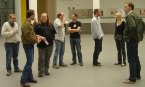 Erstes ScienceBlogger-Treffen in München am 03. Juni 2008 mit einem Ausflug in die Pinakothek der Moderne. Wer erkennt wen? Bild: Lugger