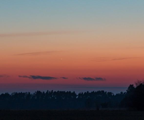 Merkur-Venus-Konjunktion am 4. März; Aufnahme mit freundlicher Genehmigung von Andreas Schnabel, http://www.astrofan80.de