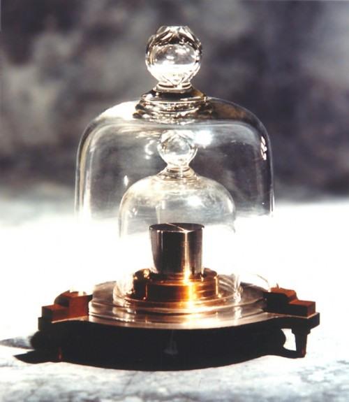 Der nationale Kilogramm-Prototyp von Dänemark (Bild: Bo Bengtsen, Danish National Metrology Institute, GFDL 1.2)