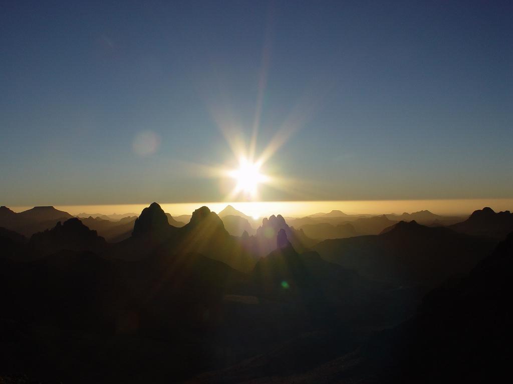 Sonnenaufgang. Verschlafen wir aber meistens... (Bild: Angeoun, CC-BY 2.0)