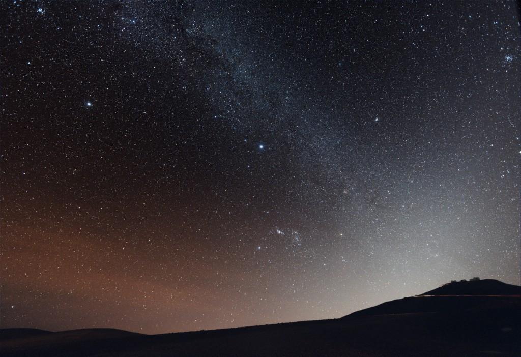 Einen echten Sternenhimmel kann man kaum noch irgendwo sehen (Bild: ESO/Beletsky)