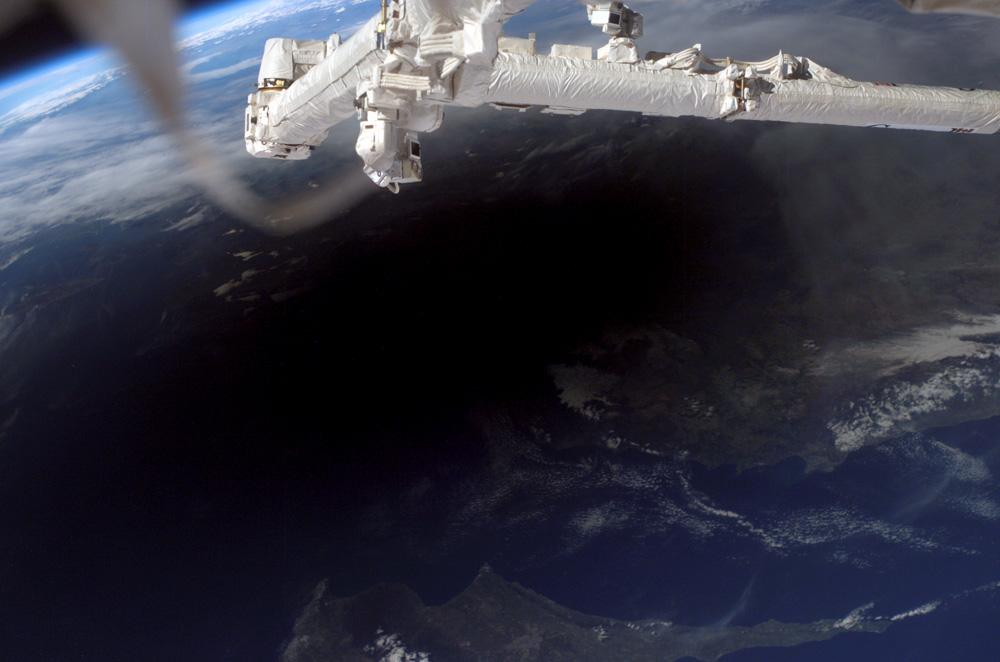 Die Sonnenfinsternis vom 29. März 2006, gesehen von der Raumstation (Bild: NASA)