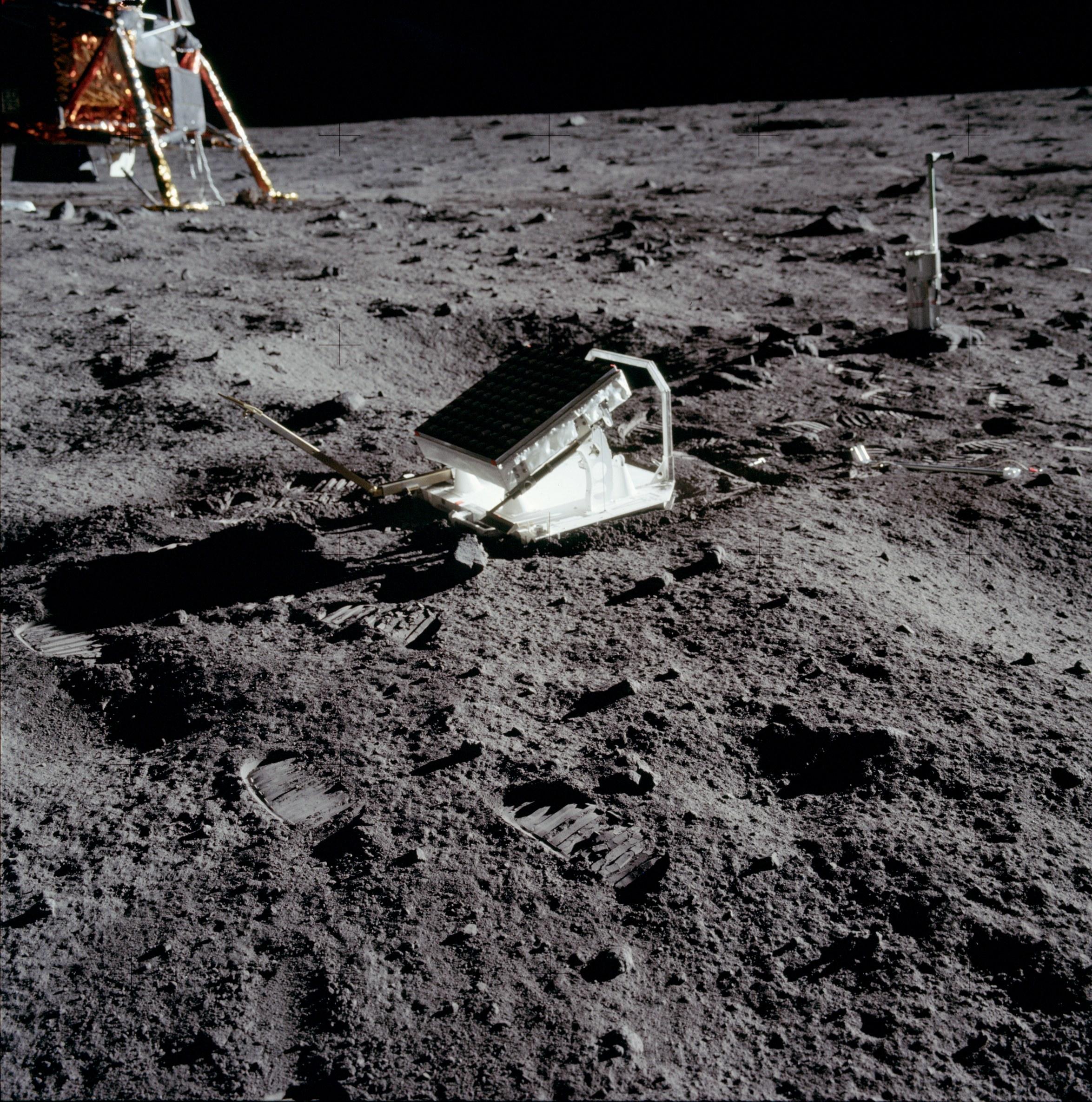Der Laserretroreflektor auf der Mondoberfläche (Bild: NASA)