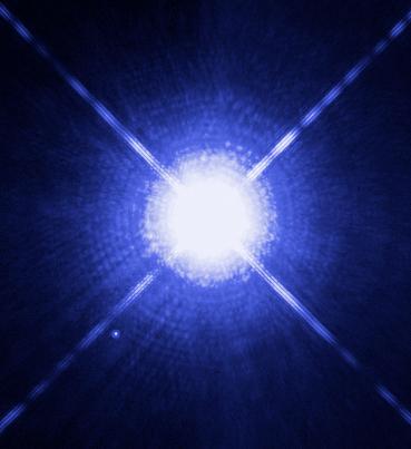 Die Sterns Sirius A und Sirius B. Sirius B ist ein weißer Zwerg - er ist als kleiner heller Punkt links unten zu sehen (Bild: NASA, ESA, H. Bond (STScI), and M. Barstow (University of Leicester )