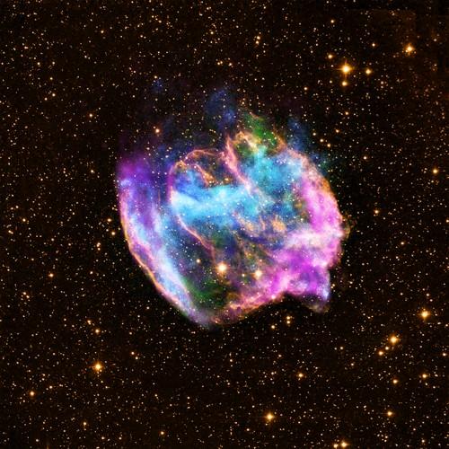 Alles voller Sternenstaub! Bild: X-ray: NASA/CXC/MIT/L.Lopez et al.; Infrared: Palomar; Radio: NSF/NRAO/VLA