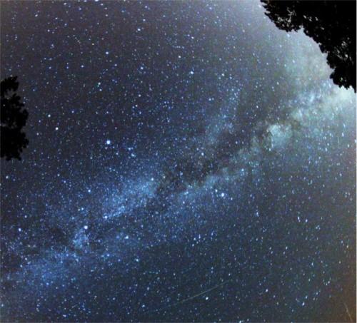 Verbringt mehr Nächte unter dem Sternenhimmel! (Bild: , CC-BY-SA 3.0)
