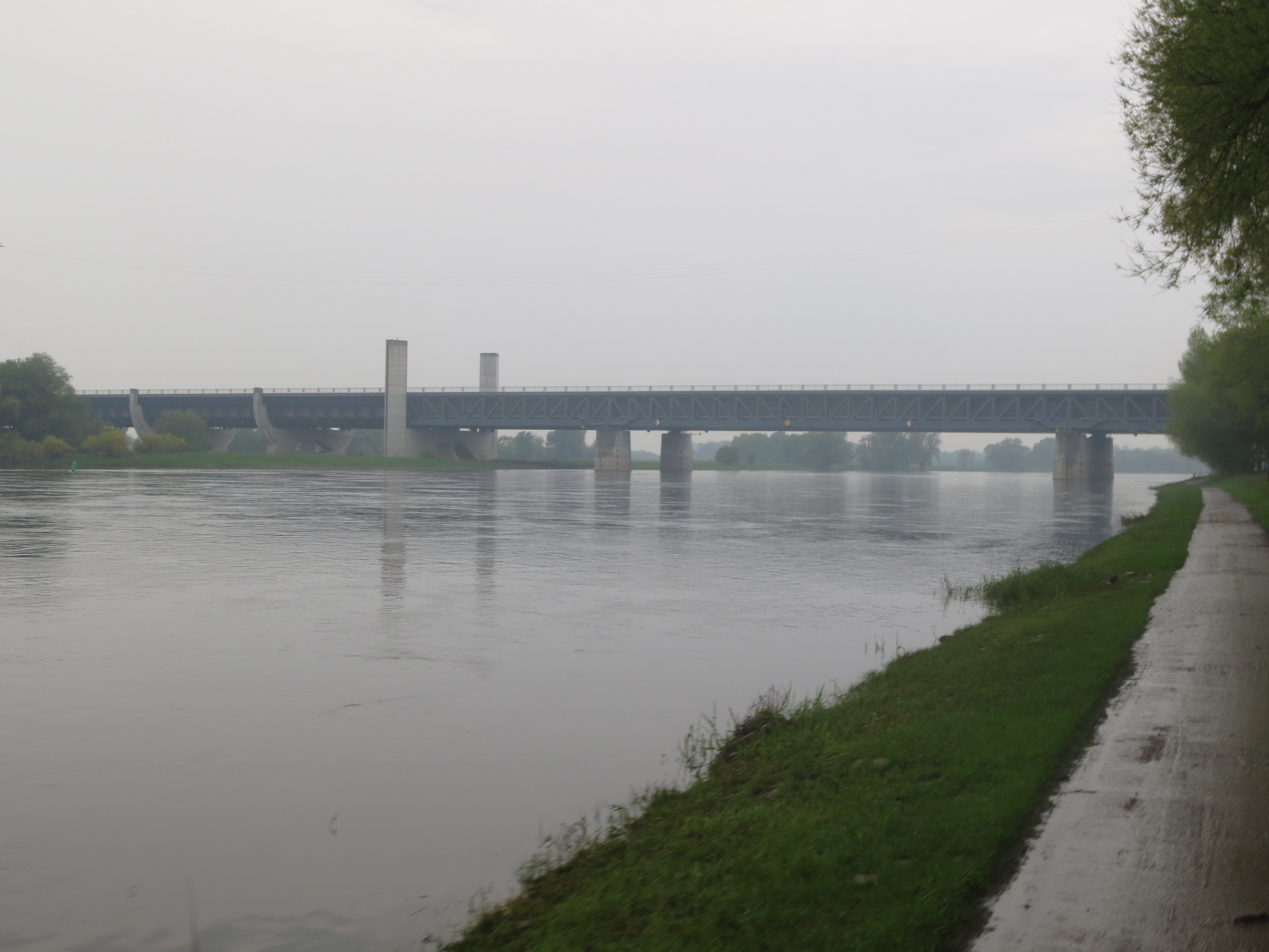 Die Wissensreise Tag 8 Regen An Der Elbe Und Die Riesige Rostige