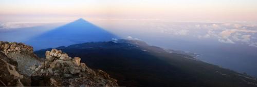 Der Pico del Teide (Teneriffa , Kanarische Inseln) wirft einen gigantischen Schatten (Bild: Andys, CC-BY 3.0)
