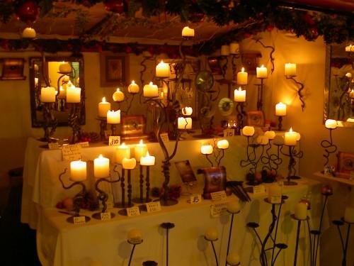 Jede Menge Kerzen! Beim Tatort gibt es aber immer nur eine pro Leiche.