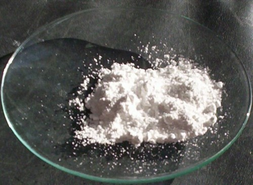 Das Weißpigment Titanoxid ist - wenig überraschend - weiß