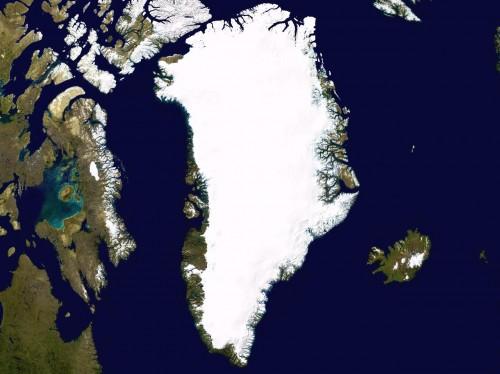 Grönland vom Weltall aus gesehen. Summit Camp liegt ziemlich genau in der Mitte der Insel