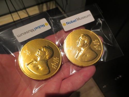 Ich hab sogar zwei Nobelpreise zuhause!