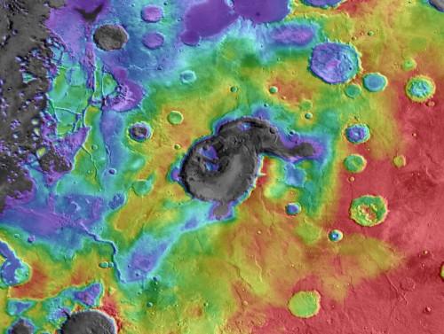 """Eden Patera, ein neu entdeckter Supervulkan auf dem Mars. Das Bild zeigt das Resultat einer Laser-Höhenmessung die mit dem Satellit """"Mars Global Surveyor"""" durchgeführt worden ist (Bild: Michalski & Bleacher, NASA, 2013)"""