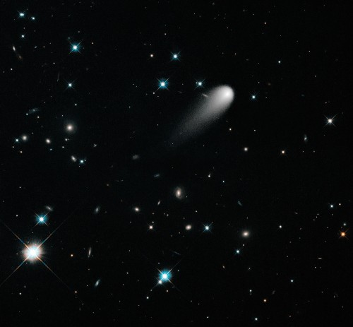 ISON, gesehen vom Hubble-Weltraumteleskop im April 2013 (Bild: NASA, ESA, and the Hubble Heritage Team (STScI/AURA))