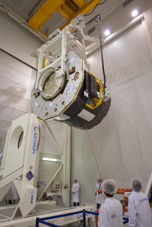 """Ein maßstabsgetreues Modell von GAIA wird getestet. Wenn die Solarzellen ausgefahren sind, wird GAIA einen Durchmesse von 11 Metern haben. (Bild: ESA–S. Corvaja, 2013"""")"""