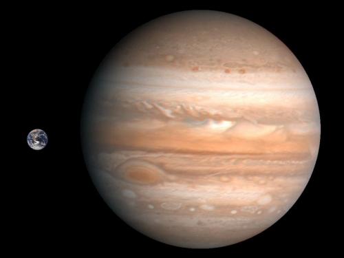 Jupiter ist groß und die Erde ist klein. Kein Wunder, dass er auch das Klima beeinflussen kann (Bild: NASA, public domain)