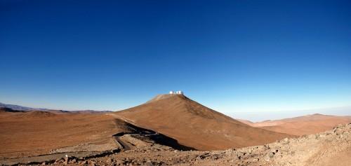 Die ESO-Sternwarte am Cerro Paranal in der chilenischen Wüste. Sieht trocken aus, ist aber nicht trocken genug (Bild: ESO/José Francisco Salgado (josefrancisco.org))