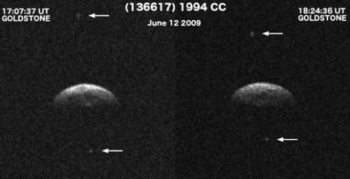 Asteroid 1994 CC mit seinen zwei kleinen Monden (Bild: NASA)