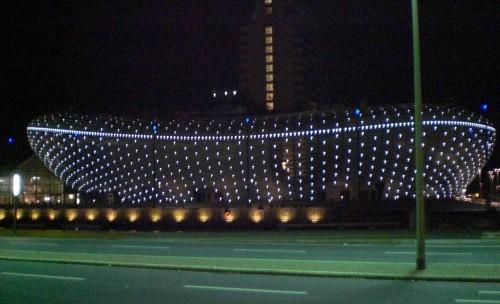 Das Klimahaus in Bremerhaven bei Nacht (Bild: Public Domain)
