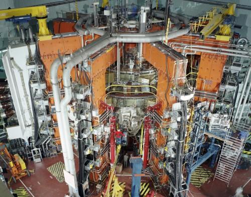 Der Joint European Torus (JET), eine europäische Forschungsanlage zur Entwicklung eines Fusionsreaktors und Vorläufer der gerade in Bau befindlichen ITER (Bild: EFDA JET, CC-BY-SA 3.0)