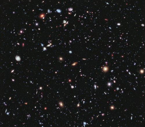 Das Universum ist hübsch. Aber welche Form hat es? (Bild: NASA, ESA, G. Illingworth, D. Magee, and P. Oesch (University of California, Santa Cruz), R. Bouwens (Leiden University), and the HUDF09 Team)