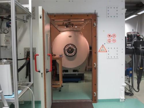 Näher darf ich an den Kernspintomograph nicht ran...