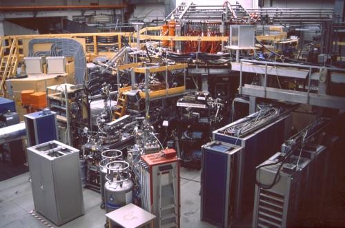 Der Wendelstein-7 AS Fusionsreaktor in Garching (Bild: Flose, Public Domain)