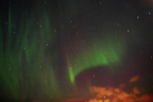 Verrauscht, verwackelt: Polarlicht bei Seegang.