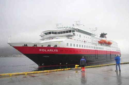 Die Polarlys legt an