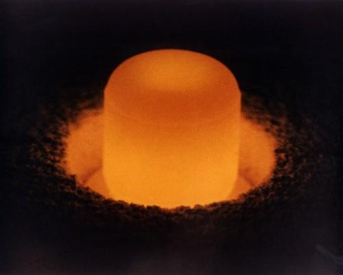 Plutonium-238 glüht unter der von ihm erzeugten Wärme (DoE)