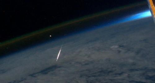 Sternschnuppe, von der Raumstation aus gesehen (Bild: NASA)