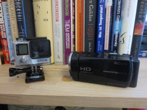 Kameras und jede Menge gefilmtes Material habe ich schon. Jetzt muss ich damit nur noch was vernünftiges anstellen...