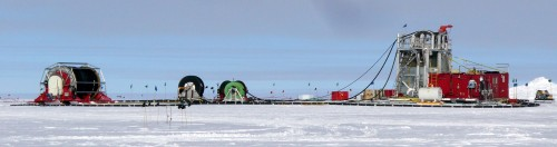Wir bauen einen Astronomie-Eiswürfel! Bohrarbeiten zu IceCube in der Antarktis (Bild: Amble, CC-BY-SA 3.0)