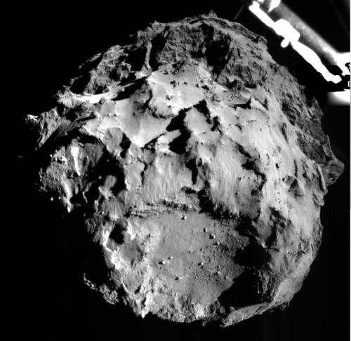Die Kamera von Philae macht Bilder des Kometen aus 3km Entfernung während der Landung (Bild: ESA/Rosetta/Philae/ROLIS/DLR)