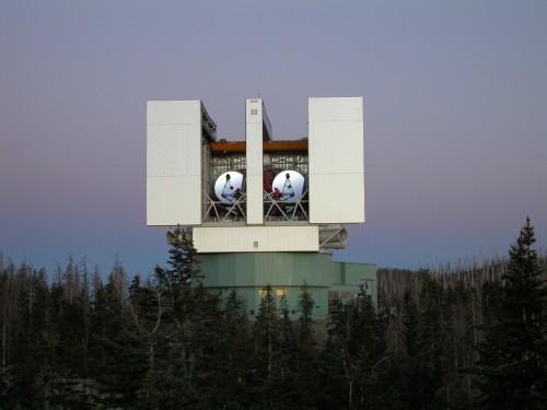 Das Large Binocular Telescope (Bild: NASA)