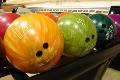 Nein, mit Bowlingbällen klappt es nicht! (Bild: Gemeinfrei)