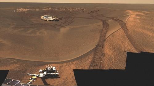 Der Rover Opportunity zieht seine einsamen Spuren über den Mars. Seine Mission war erfolgreich (Bild: NASA)