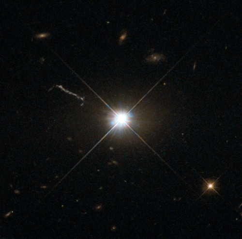 Der Quasar 3C 273, der als erster im Jahr 1963 als Kern einer fernen Galaxie identifiziert wurde (Bild: ESA/Hubble & NASA)