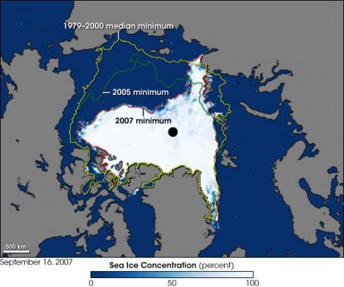 Arktisches Eis im Jahr 2007; und die Veränderungen zu den Jahren davor (Bild: NASA, Jesse Allen, using AMSR-E data courtesy of the National Snow and Ice Data (NSIDC), and sea ice extent contours courtesy of Terry Haran and Matt Savoie, NSIDC, based on Special Sensor Microwave Imager (SSM/I) data)