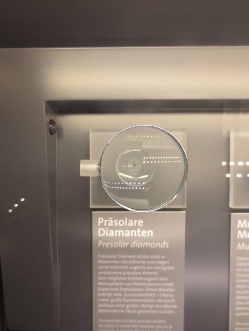 Ein präsolares Korn (im Naturhistorischen Museum von Wien)