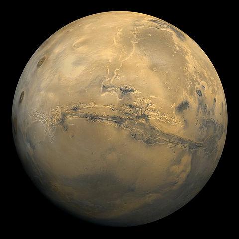 """Mars mit dem Vallis marineris – dem einzigen """"echten"""" Kanal … (Bild: NASA)"""
