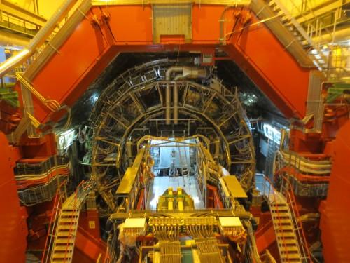 Kein Dimensionstor,  sondern nur der ALICE-Teilchendetektor des LHC
