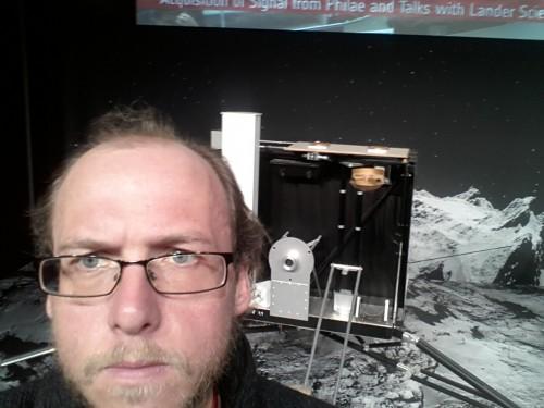 Ich schaue skeptisch... irgendwas stimmt nicht mit der Landung von Philae!