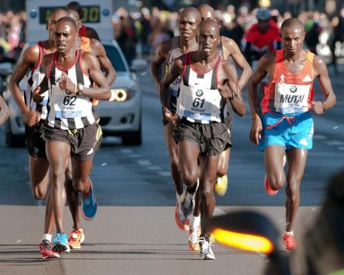 Mutai (rechts) beim Berlin-Marathon 2012 (Bild: Dirk Ingo Franke, CC_BY-SA 3.0)