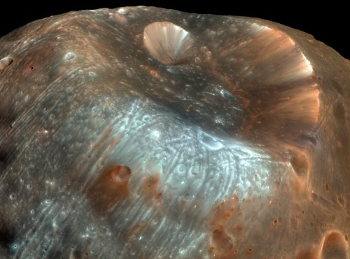 Stickney-Krater (Bild: NASA/JPL-Caltech/University of Arizona)