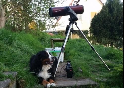 Im All gibt es eine Menge zu entdecken. Das Teleskop und Teleskopassistent Woody sind bereit!