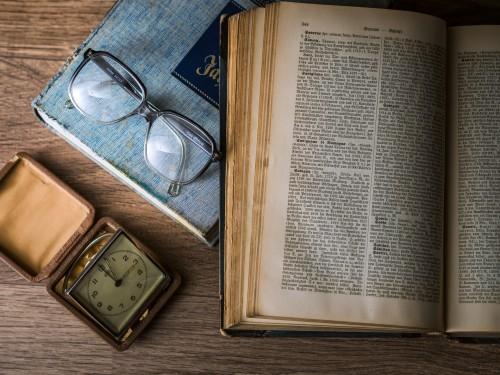 Buchgeruch / CC0 Public Domain Freie kommerzielle Nutzung, kein Bildnachweis nötig, Pixabay.com)