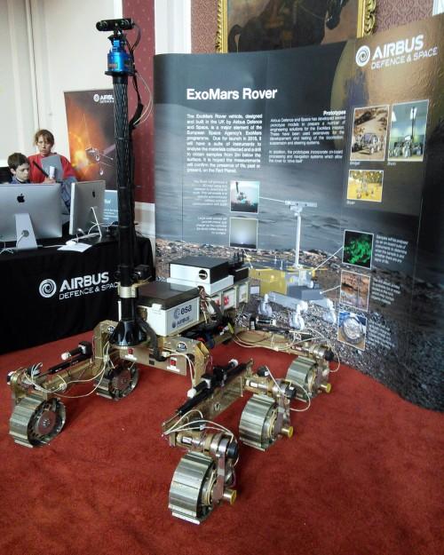 Es landet ja eh bald was! Der Prototyo des ExoMars Rovers (Bild: Cmglee, CC-BY-SA 3.0)
