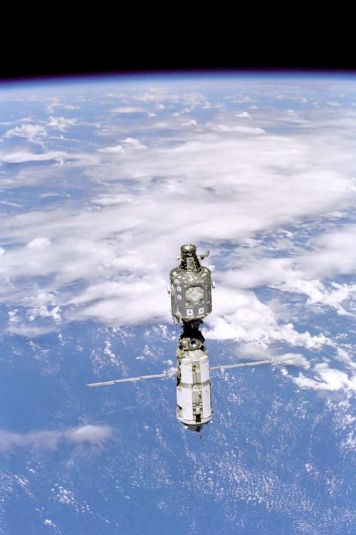 Der Beginn im Jahr 1998 : Sarja und Unity (Bild: NASA, gemeinfrei)