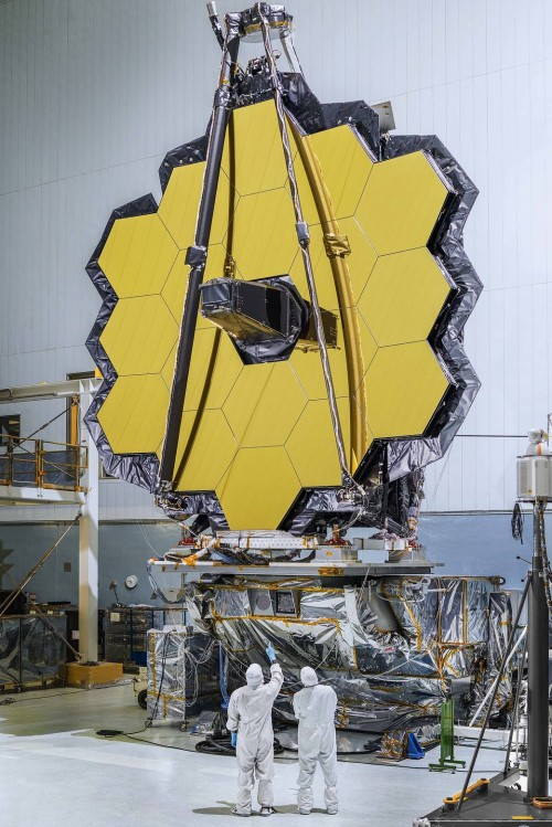 Der Spiegel des JWST ist fertig! (Bild: NASA/Chris Gunn)